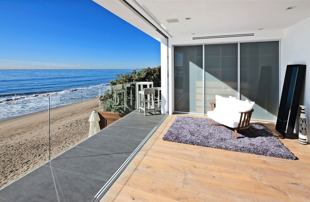 Oceanfront Home Malibu California Balcony Glass Balustrading
